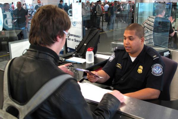 入境严查别紧张!最新美国入境通关&申报流程解析,助你轻松入境