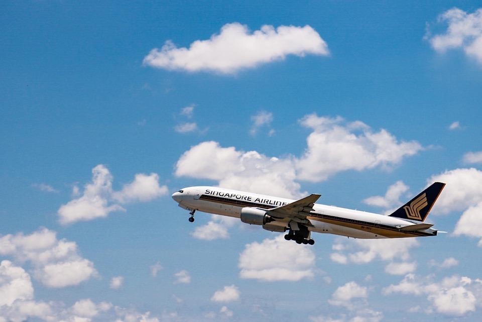 airplane-2361230_960_720.jpg