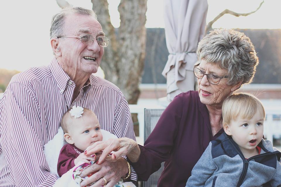 grandparents-1969824_960_720.jpg