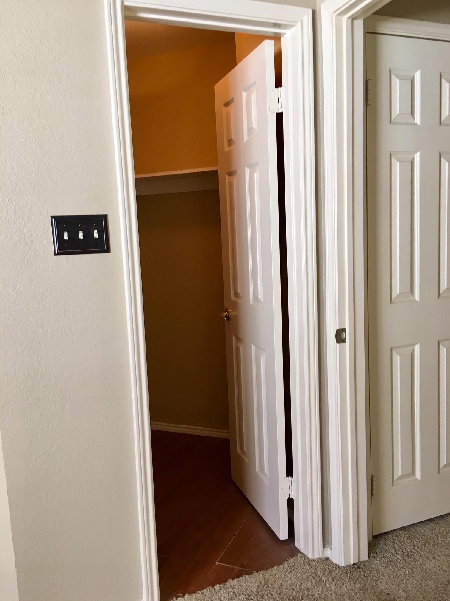 *找男房客 *近DallasUTD房間出租 水電瓦斯網路全包